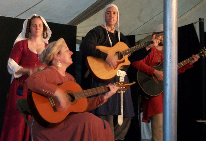Pennsic-39-Perf-Pic-with-Michele-and-Kevin-700-web